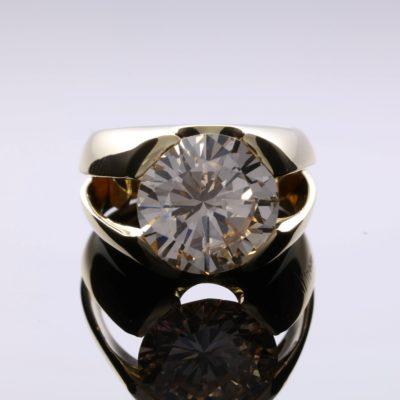 Pierścionek z okrągłym diamentem
