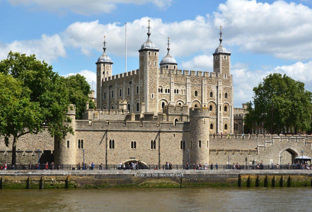 Tower of London miejsce ekspozycji największego diamentu na świecie. Cullinan