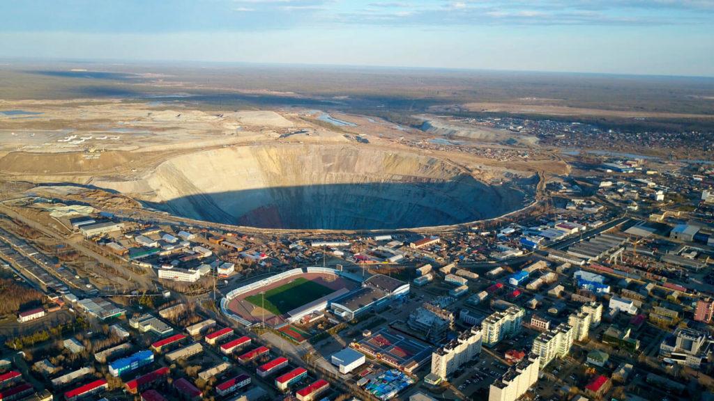 Największa kopalnia odkrywkowa diamentów na świecie. Kopalnia Mir w Rosji