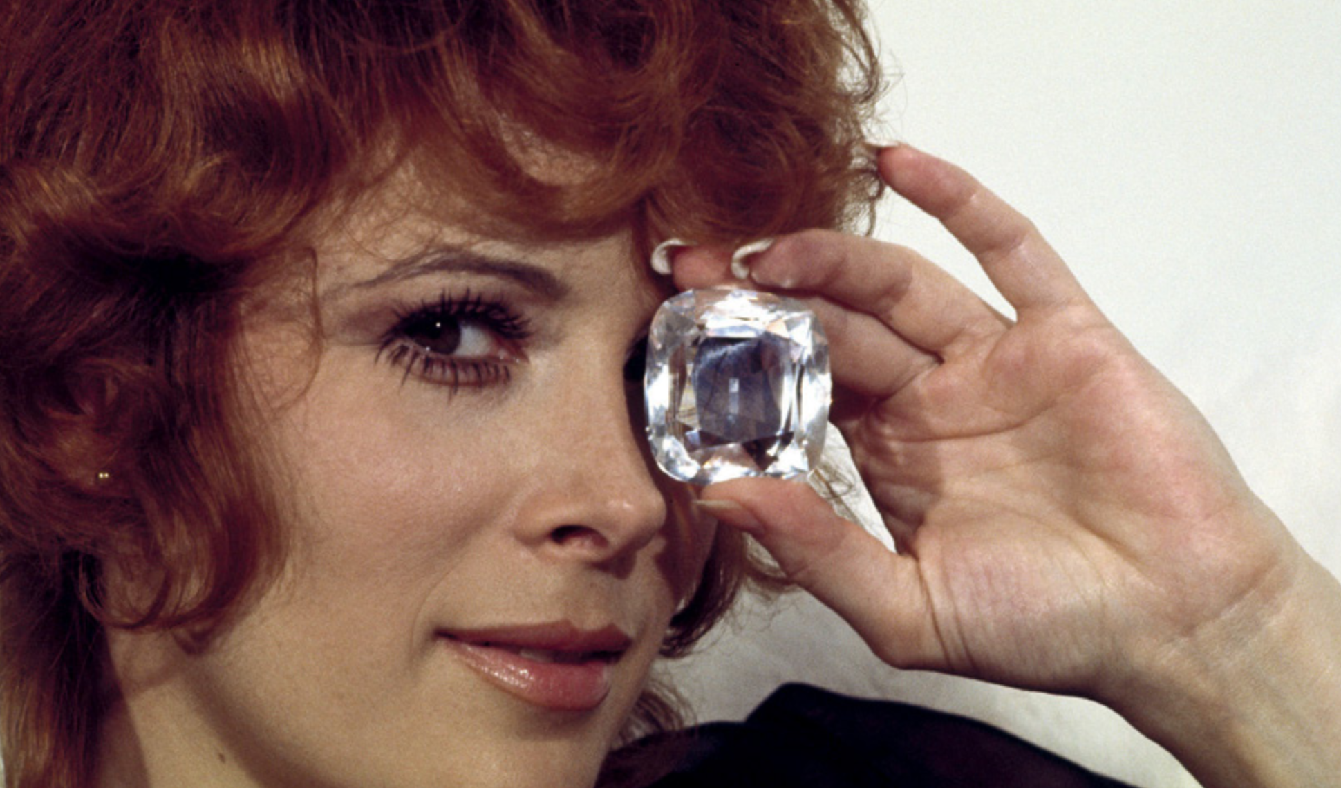 """Kadr z filmu """"Diamenty są wieczne"""""""